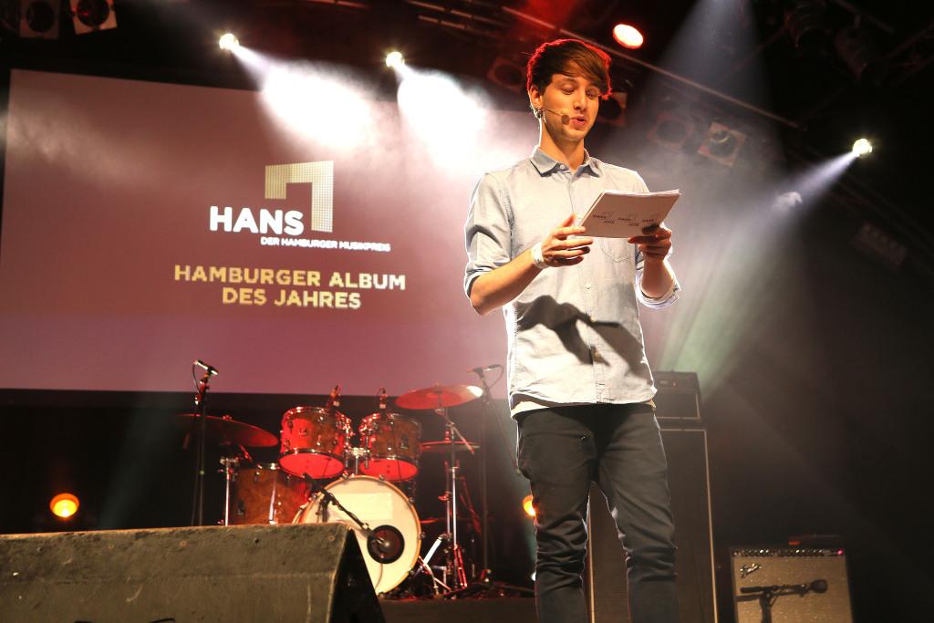 Lukas Nimscheck führt durch den Abend beim HANS 2015 02