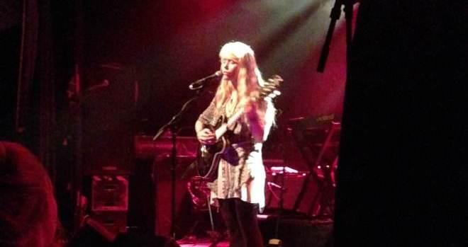 Alice Phoebe Lou beim Konzert im Uebel und Gefährlich