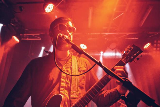 Frank McElroy von Dr. Dog im Privatclub Berlin