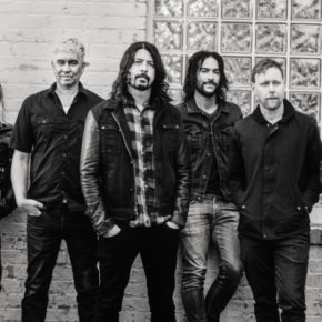 "Foo Fighters kündigen neues Album ""Concrete and Gold"" an"