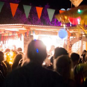 """Oewerall Festival, unweit eines Ortes, wo sich Fuchs und Hase """"Gute Nacht!"""" sagen"""