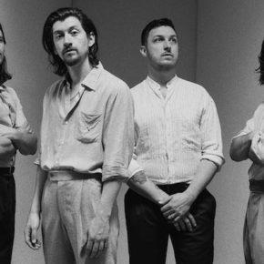 """Arctic Monkeys veröffentlichen Kurzfilm """"Warp Speed Chic"""""""