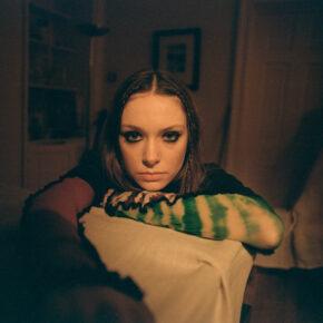 Holly Humberstone veröffentlicht neue Single 'Haunted House'